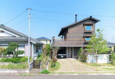 44坪の小さな土地に建つ3階建ての小さなシンケンの家
