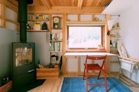 折り畳み式のカウンターのある働く壁