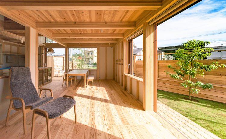 住宅地で庭とつながる暮らしを楽しむシンケンスタイルの木の家