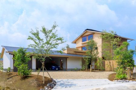 築1年、桜島を望む家