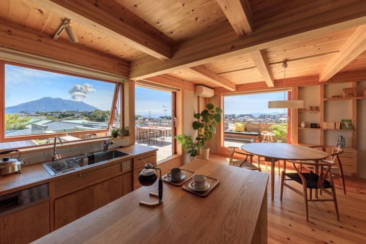 桜島を眺めながら一日がはじまるキッチン
