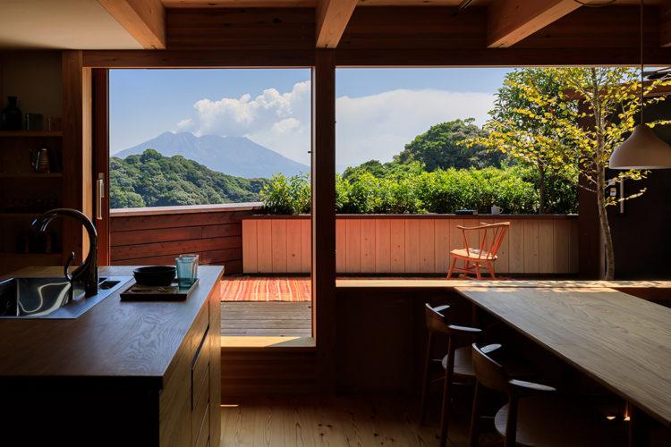 景色を取り込む桜島ビューテラス
