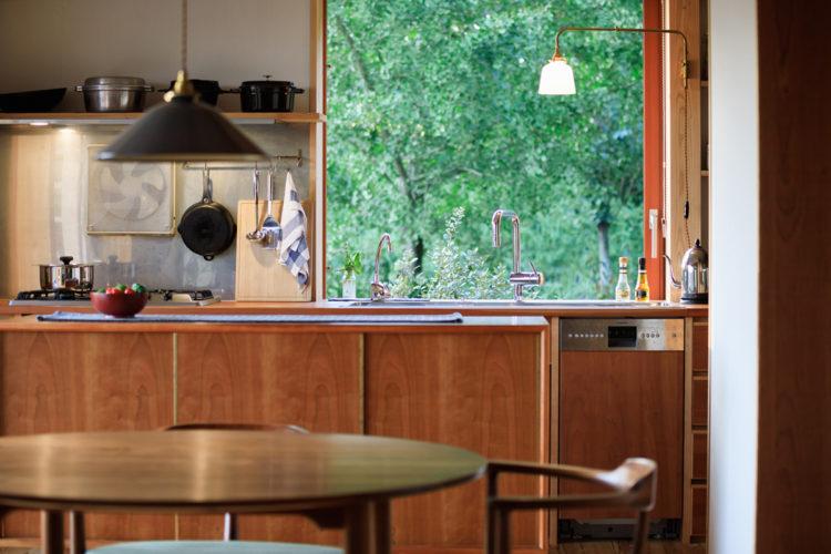窓辺が美しいキッチン