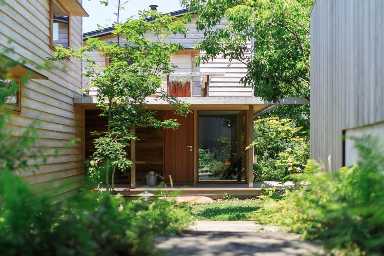 森の中の家・玄関