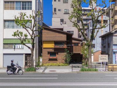 """中心街でも""""木と緑の暮らし""""<br/>世代を渡る「いずれは孫が住む家」をつくる"""
