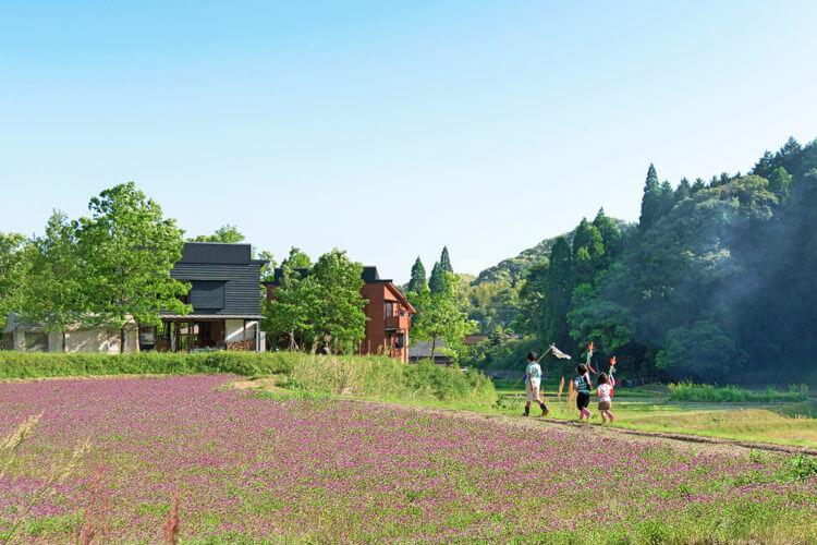 里山に建つ家