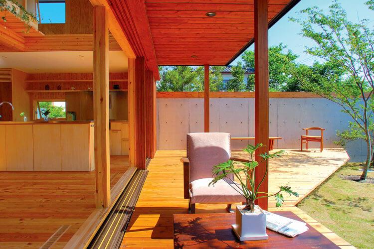 高隈山の麓 内と外を愉しむ家