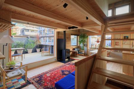 築3年、にぎわい通りに建つ家